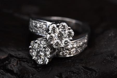 Anello con diamanti brillanti